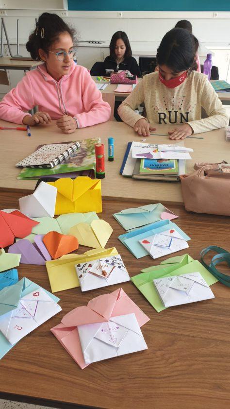 Beringen Türkçe saati  Anneler günü öğrencilerinden anneler günü çalışması